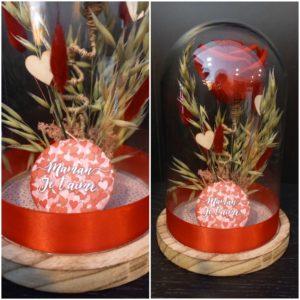 Rose éternelle rouge sous cloche et son aimant décoratif